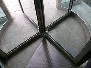 Revolving door (base)